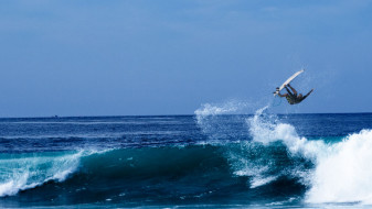 surf&#8217;s <br/>up